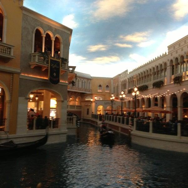 Foto tirada no(a) Venetian Resort & Casino por Ana P. em 7/3/2013