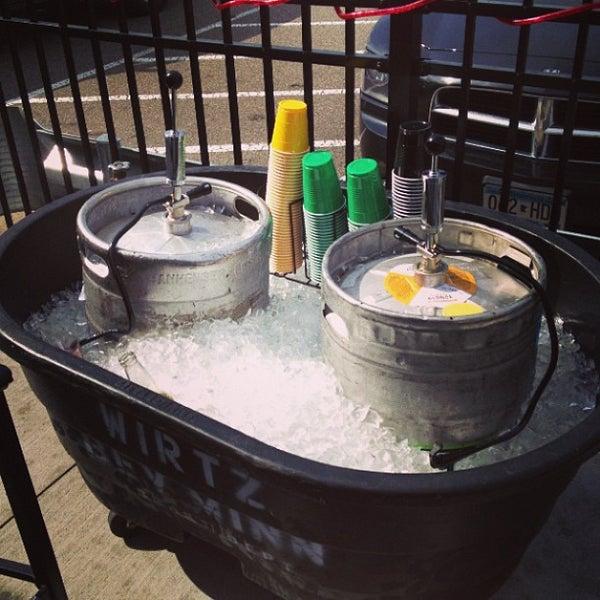 6/29/2013에 Greg A.님이 Two Stooges Sports Bar & Grill에서 찍은 사진