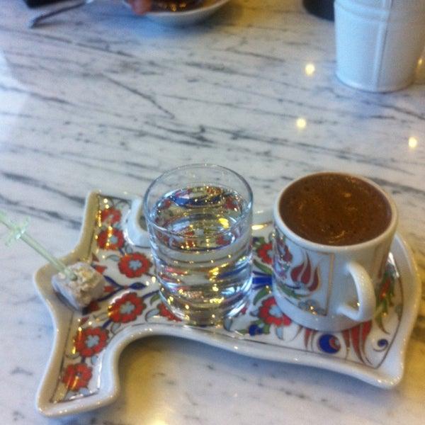 Das Foto wurde bei Anonim Türk Bistro ve Tatlı von Selda E. am 11/12/2014 aufgenommen