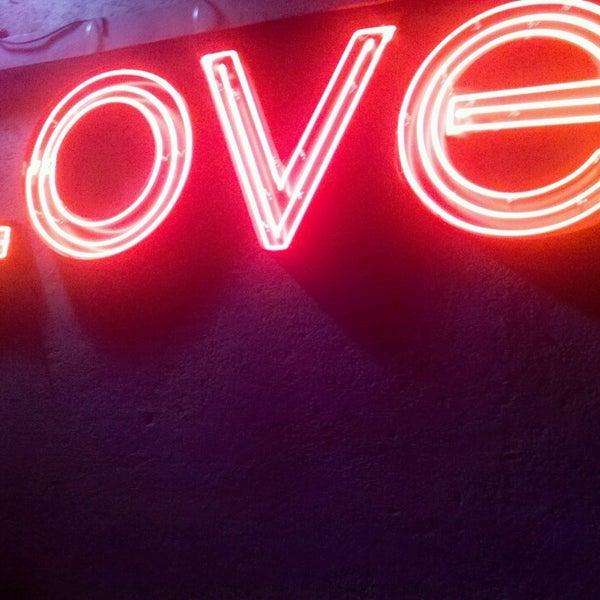 รูปภาพถ่ายที่ Love โดย Ander P. เมื่อ 3/17/2013