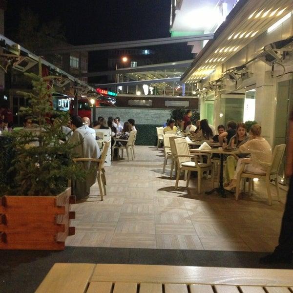 Foto tomada en Del Moon Coffee & Food & Hookah por İlhan Y. el 6/22/2013