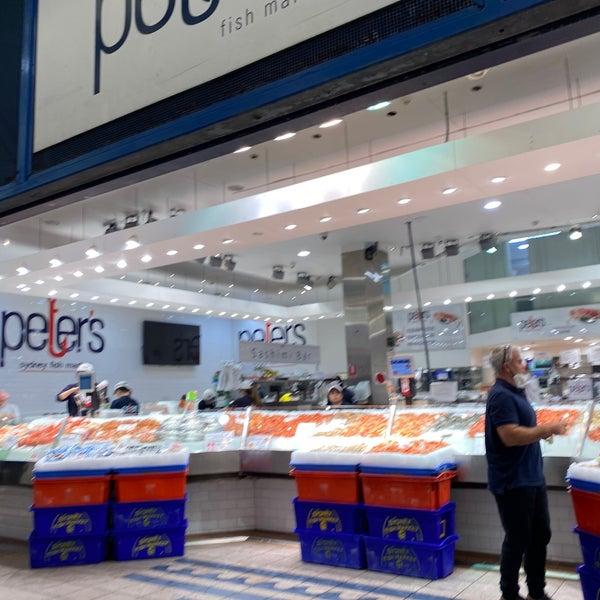 Foto scattata a Peter's Fish Market da Spatial Media il 5/28/2020