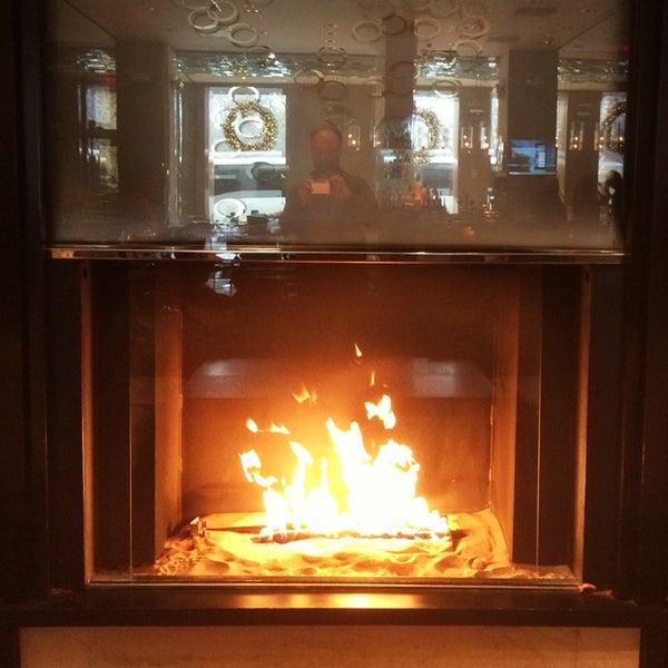 Снимок сделан в SOUTHGATE Bar & Restaurant пользователем Matt R. 12/2/2014