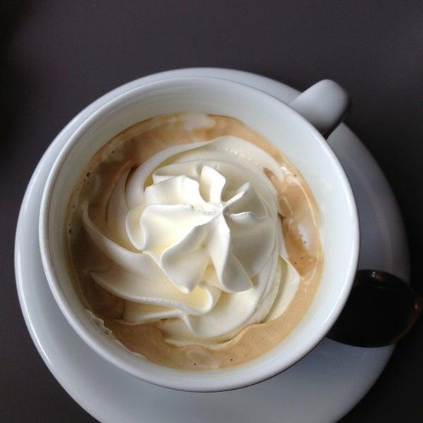 5/17/2013에 Mircea B.님이 Engel's Coffee에서 찍은 사진
