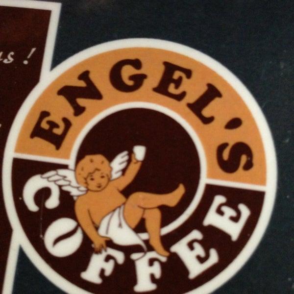 3/16/2013에 Mircea B.님이 Engel's Coffee에서 찍은 사진