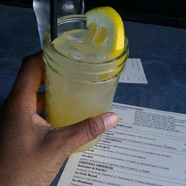 Foto tirada no(a) Bankers Hill Bar & Restaurant por Tia S. em 6/13/2013