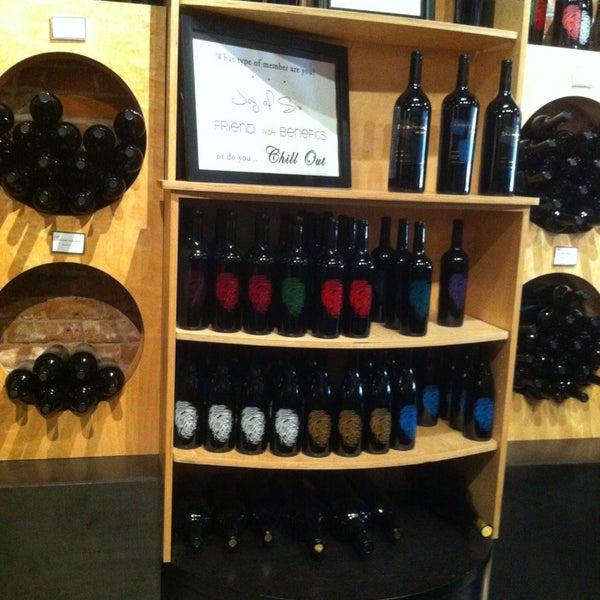 3/16/2013 tarihinde Alexis R.ziyaretçi tarafından Thumbprint Cellars Tasting Room & Art Gallery'de çekilen fotoğraf