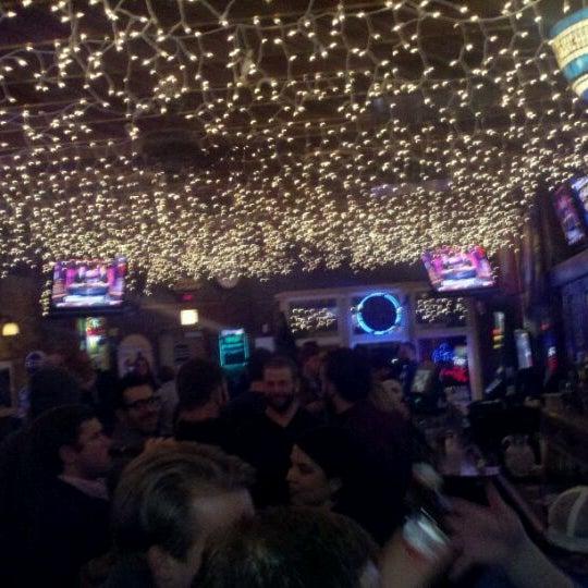 รูปภาพถ่ายที่ Lottie's Pub โดย Doug V. เมื่อ 2/5/2012