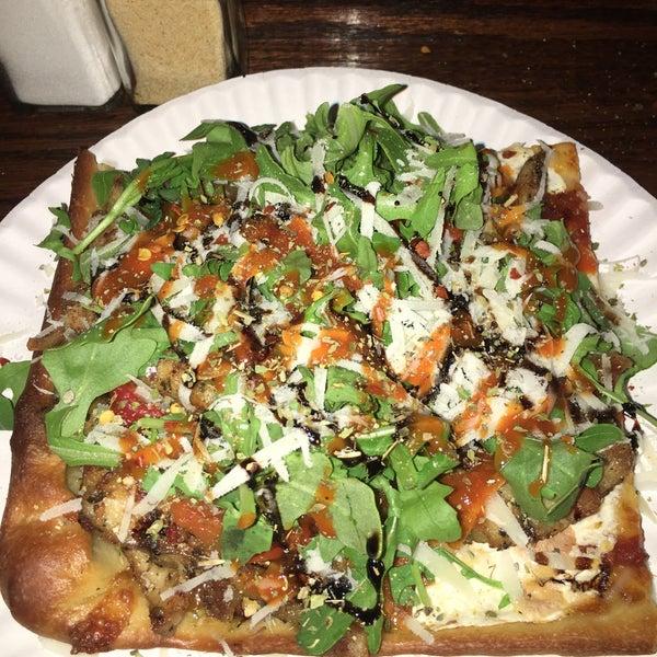 Foto tirada no(a) Nonna's L.E.S. Pizzeria por A T. em 8/14/2016