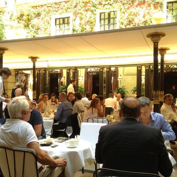 Foto diambil di Hôtel Costes oleh Johnny pada 7/25/2013