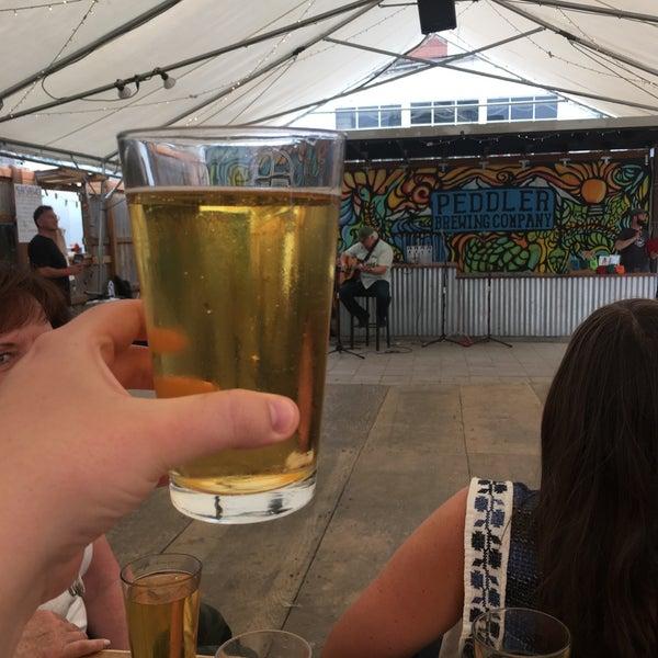 Снимок сделан в Peddler Brewing Company пользователем Alexa R. 8/19/2018
