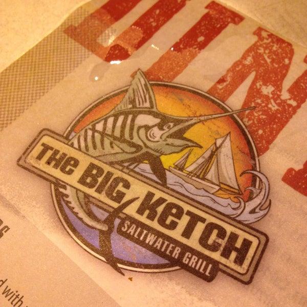 Foto tirada no(a) The Big Ketch Saltwater Grill por Kyle L. em 7/10/2013