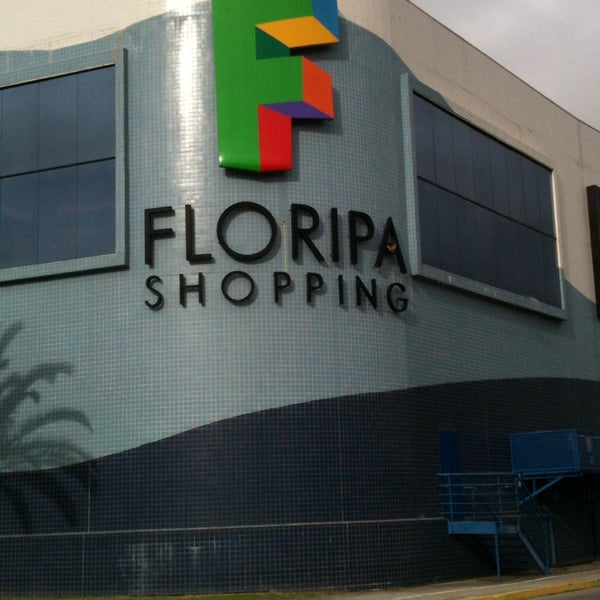 Foto tirada no(a) Floripa Shopping por Pedro Henrique F. em 7/24/2013