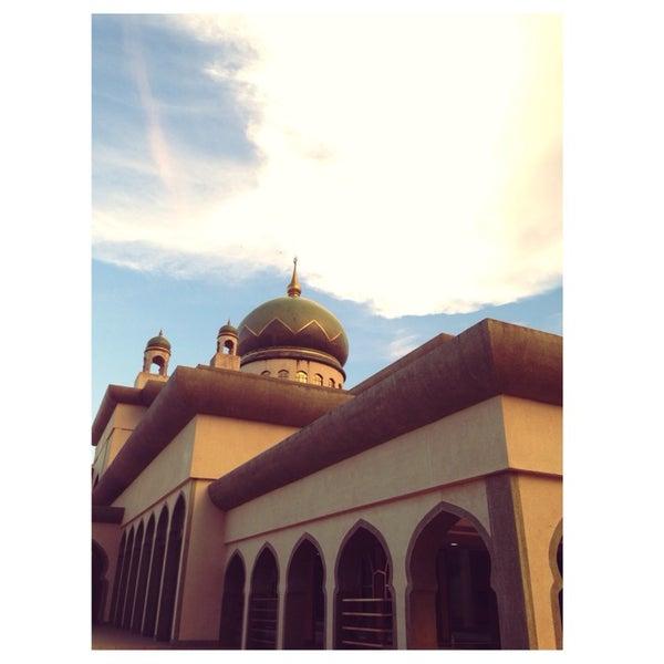 12/19/2013 tarihinde Mikhail L.ziyaretçi tarafından Masjid Al-Ameerah Al-Hajjah Maryam, Kg Jerudong'de çekilen fotoğraf