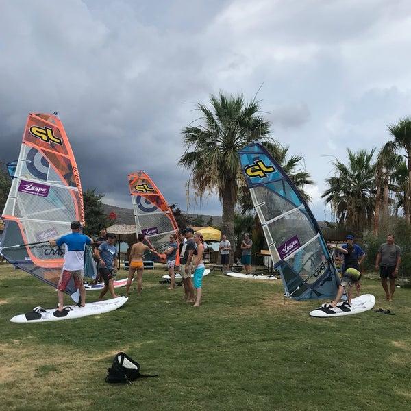Das Foto wurde bei Alaçatı Surf Paradise Club von Nilay am 6/17/2018 aufgenommen