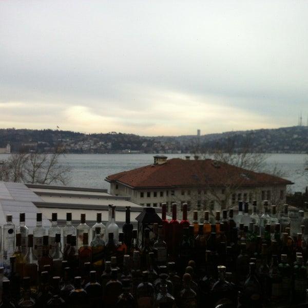 รูปภาพถ่ายที่ İncirli Şaraphane โดย Zeliha S. เมื่อ 3/29/2013