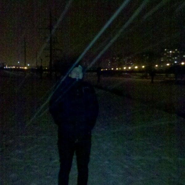 รูปภาพถ่ายที่ Троєщинський канал โดย Рома М. เมื่อ 3/11/2013