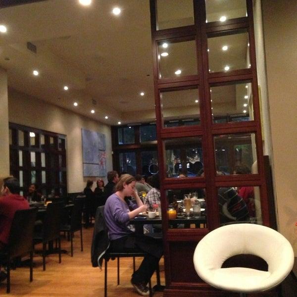 Foto scattata a Koi Fine Asian Cuisine & Lounge da Tricia L. il 6/6/2013