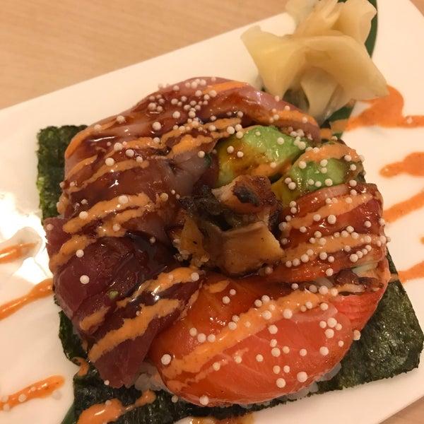 Foto scattata a Sushi-Zen da Colleen L. il 9/14/2017