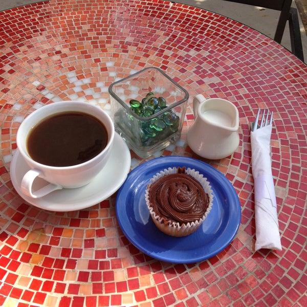 4/27/2013にCosmin G.がFrogg Coffee Bar and Creperieで撮った写真