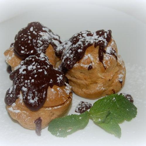 Мороженое внутри и горячий шоколад снаружи....мммм....