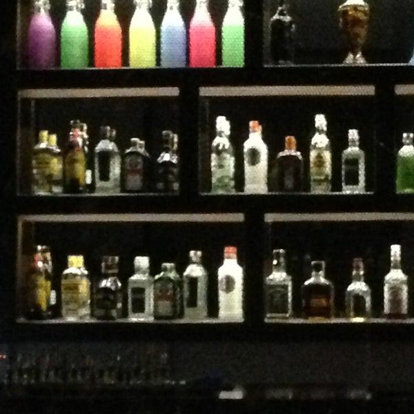 รูปภาพถ่ายที่ Up Shot Bar โดย Sühacan B. เมื่อ 4/2/2013