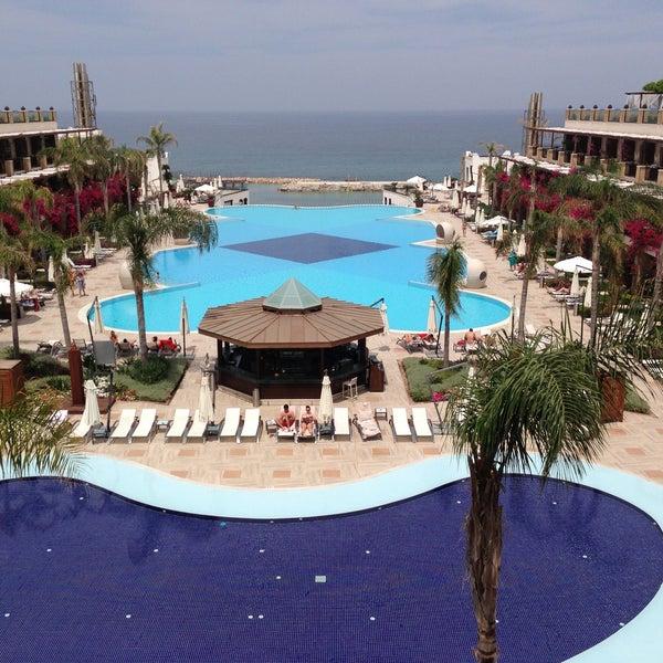 รูปภาพถ่ายที่ Cratos Premium Hotel & Casino โดย Ksenia S. เมื่อ 5/8/2013