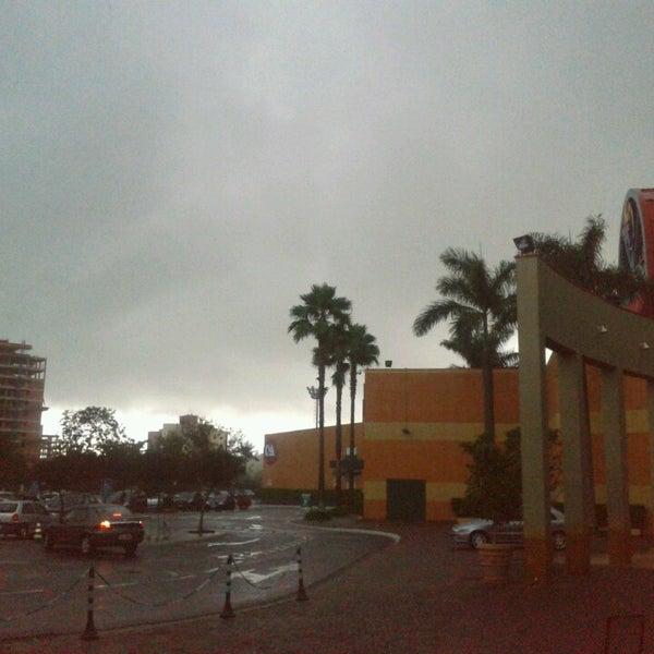 รูปภาพถ่ายที่ Shopping Iguatemi โดย Lailon D. เมื่อ 2/27/2013
