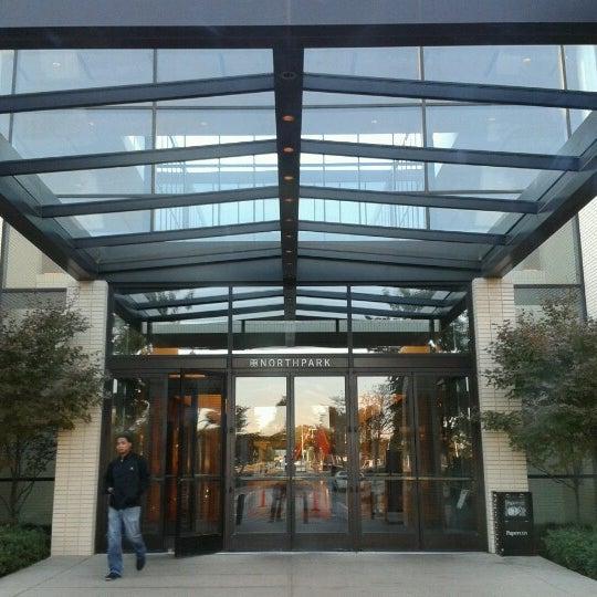 11/17/2012 tarihinde Jake V.ziyaretçi tarafından NorthPark Center'de çekilen fotoğraf