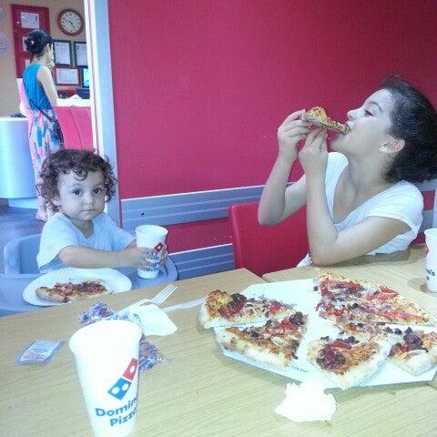 Das Foto wurde bei Il Vicino Pizzeria von 3cocuk1anne am 9/15/2013 aufgenommen