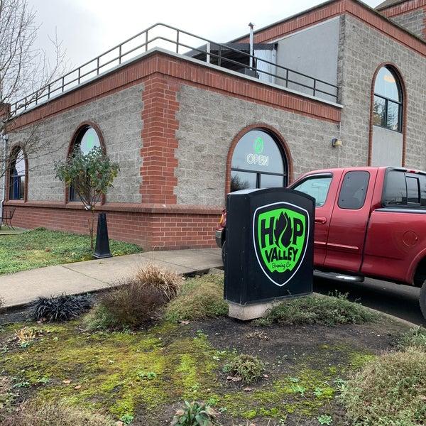 รูปภาพถ่ายที่ Hop Valley Brewing Co. โดย LeAnn D. เมื่อ 12/24/2019
