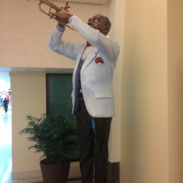 Foto scattata a Louis Armstrong New Orleans International Airport (MSY) da Illian B. il 2/28/2013
