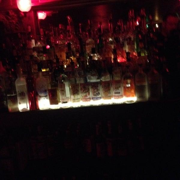 Das Foto wurde bei Nowhere Bar von Ehtebzil B. am 5/30/2015 aufgenommen