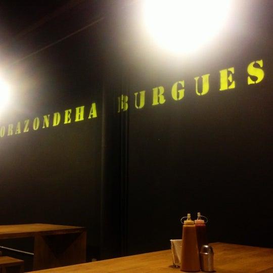11/2/2012에 Paola N.님이 Smokey's Burger House에서 찍은 사진