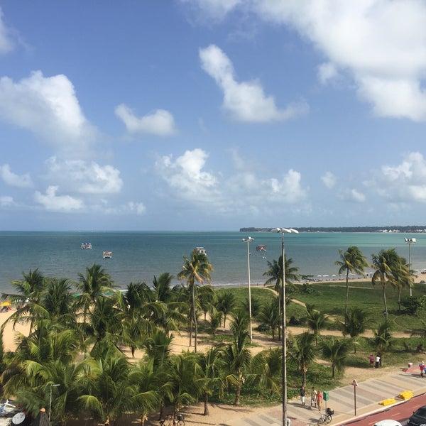 Foto tirada no(a) Atlântico Praia Hotel por Luiz Alberto T. em 2/8/2018