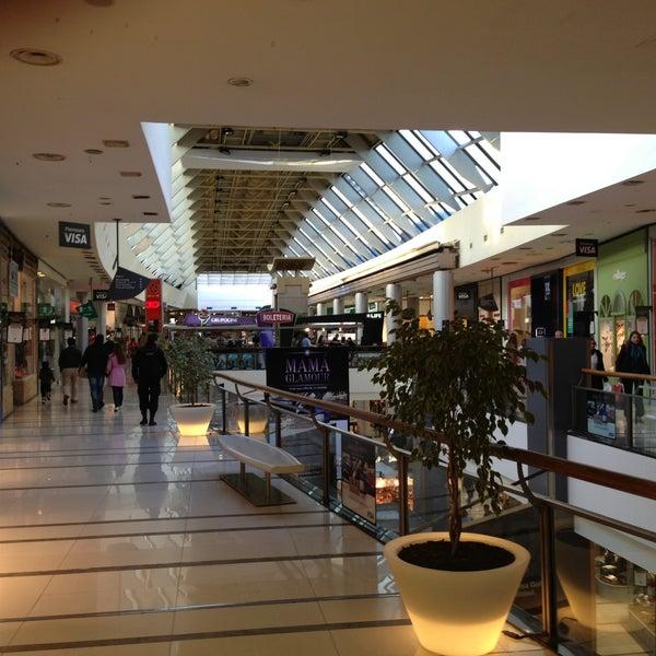Foto tirada no(a) Punta Carretas Shopping por Emiliano M. em 5/7/2013