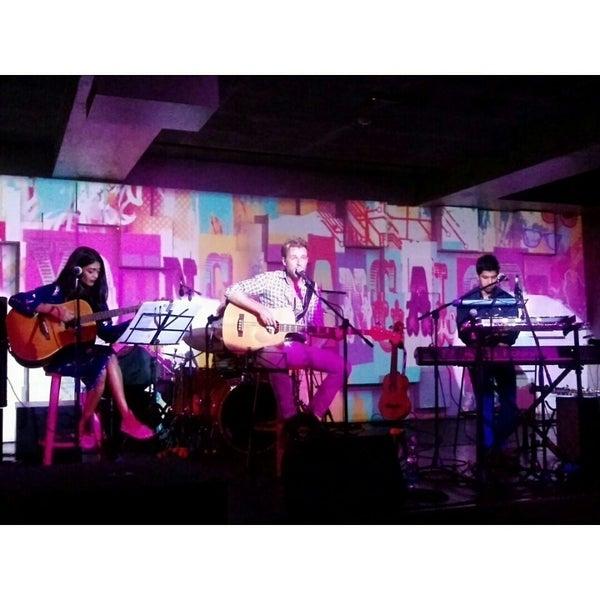 รูปภาพถ่ายที่ Indigo Live - Music Bar โดย Anju เมื่อ 9/25/2014