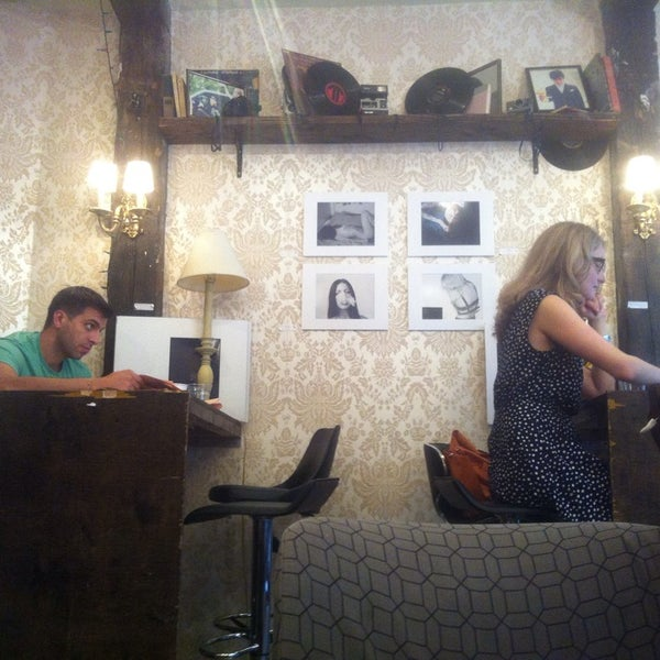 รูปภาพถ่ายที่ Shervin's Cafe โดย Soundz O. เมื่อ 7/28/2013