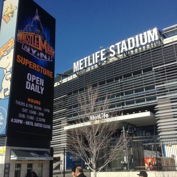 รูปภาพถ่ายที่ MetLife Stadium โดย Mike R. เมื่อ 4/6/2013