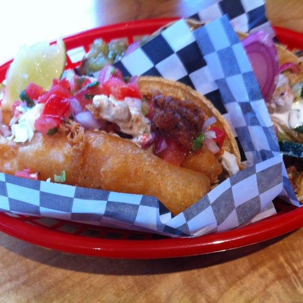 Снимок сделан в Seven Lives - Tacos y Mariscos пользователем Andrea T. 10/24/2013