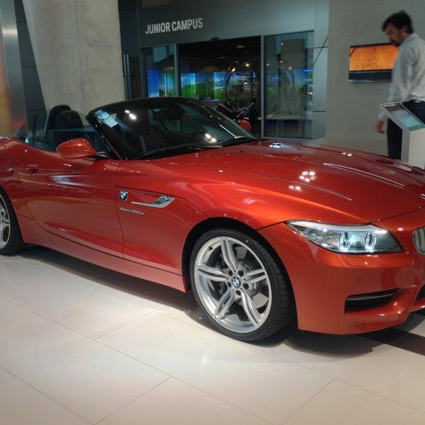 Foto tirada no(a) BMW Welt por Nacho C. em 4/16/2013
