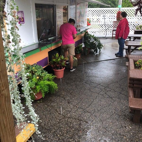 Foto tomada en El Oasis Taco Truck por Kevin L. el 8/6/2018