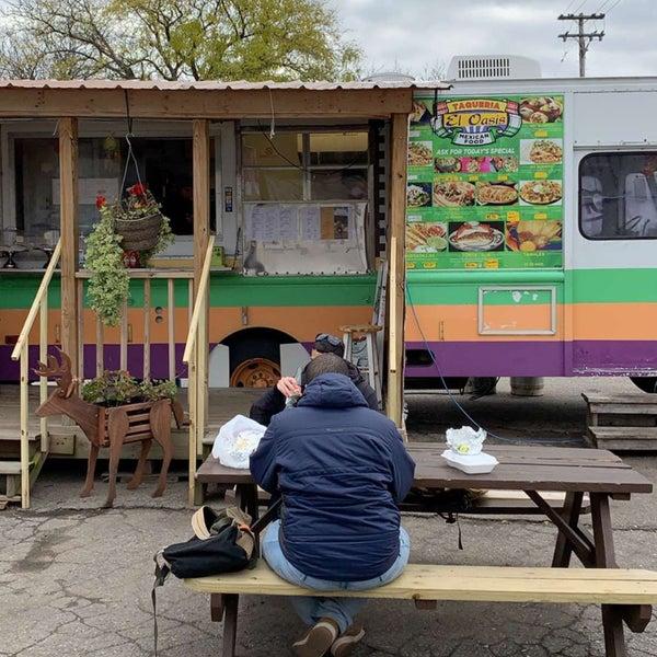 Foto tomada en El Oasis Taco Truck por Kevin L. el 11/8/2018