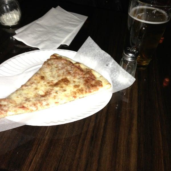 Foto scattata a The Pizza Pub da Rob O. il 3/2/2013