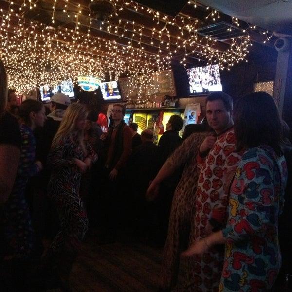 รูปภาพถ่ายที่ Lottie's Pub โดย Molly D. เมื่อ 1/26/2013