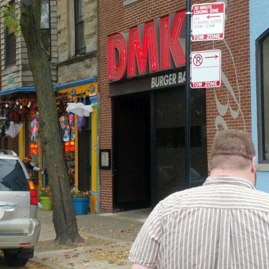 Foto tirada no(a) DMK Burger Bar por Nick D. em 10/17/2012