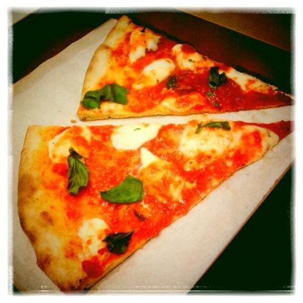Photo prise au Joe's Pizza par Jojo R. le1/14/2013