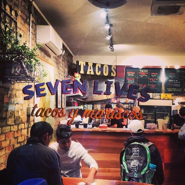 Photo prise au Seven Lives - Tacos y Mariscos par Terry L. le10/5/2013