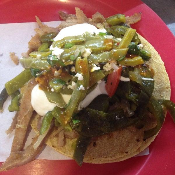 Foto tirada no(a) Tacos sarita por Amairanni T. em 2/12/2014