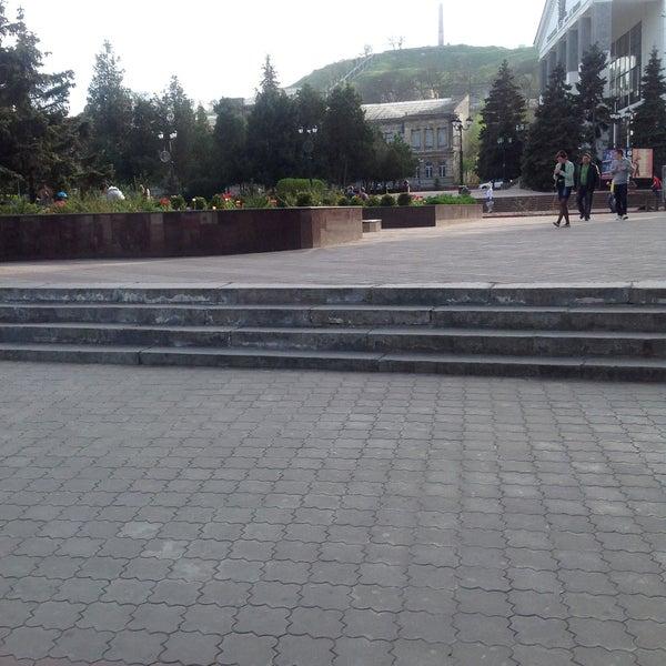 Снимок сделан в Площадь Ленина пользователем Kristin G. 4/30/2013